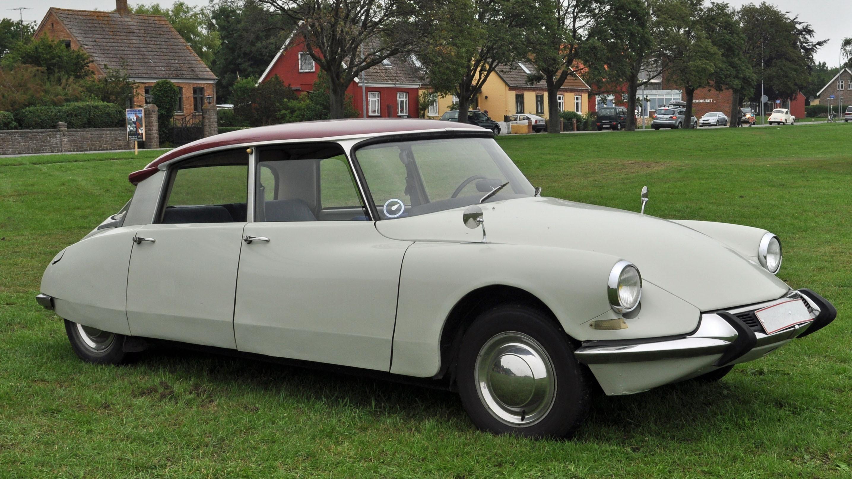 A 1955 Citroen DS