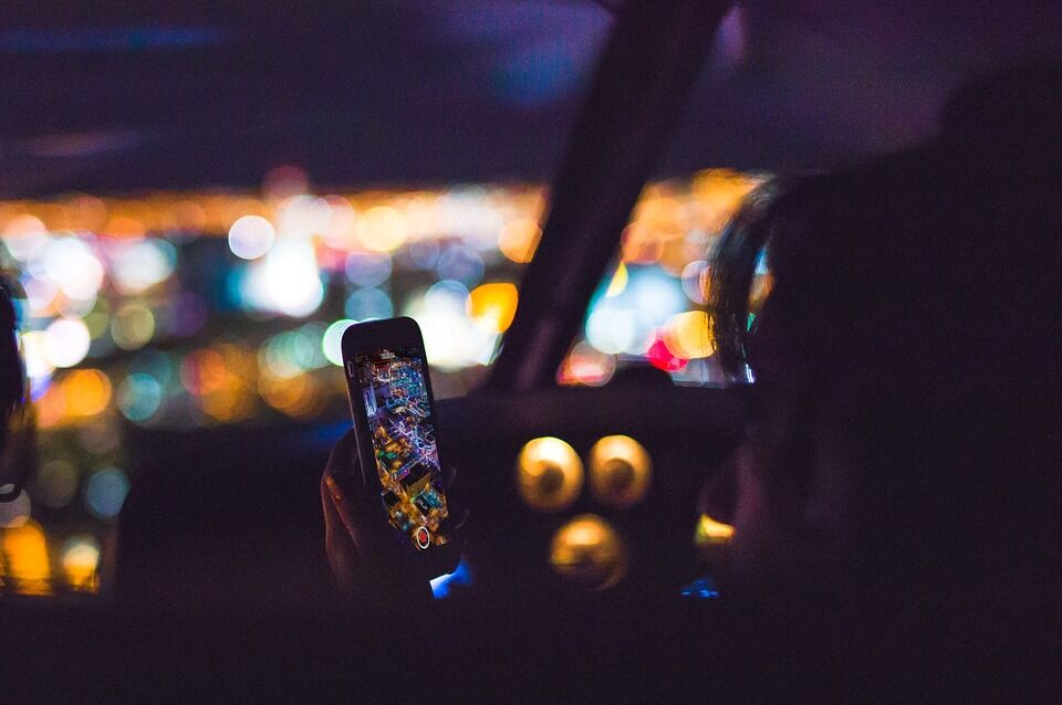 10 Things To Do On Your Smartphone While on a Road Trip