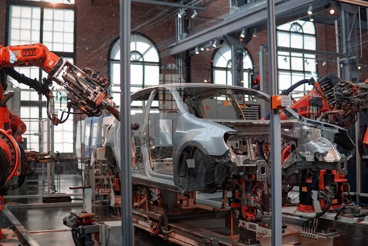5 Uses of Injection Molding in the Automobile Industry